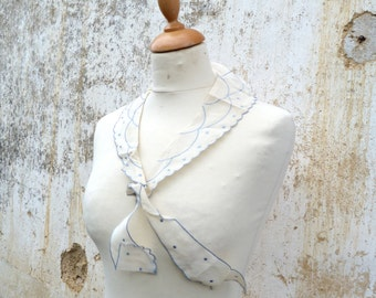 Vintage 1930 collar embroidered bow with a Tye to bow