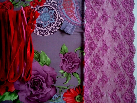 Fabric and notions Mauve Paisley & Red Roses for 1 BRA and BRIEF by Merckwaerdigh