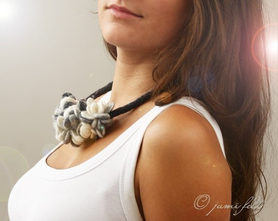 Felted collar - White and grey colors mix