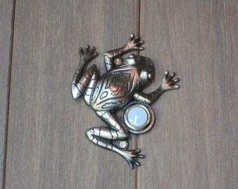 Frog Doorbell in Bronze