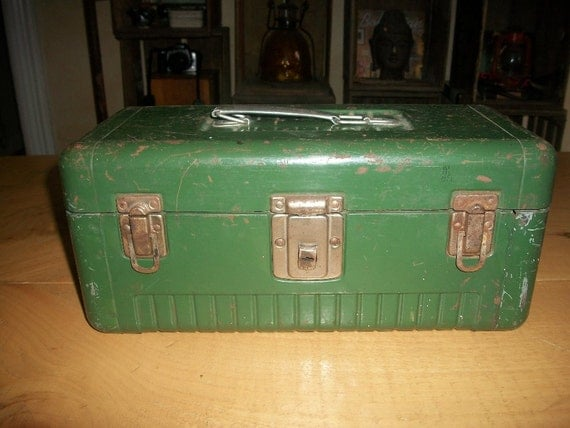 Vintage green metal tackle box or tool box,it has a working key.Master metal box