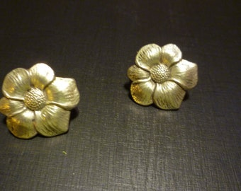 Sterling Silver floral screw back earrings