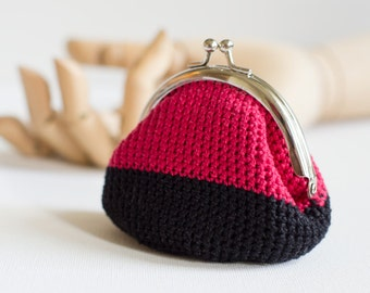 Crochet Coin Purse with Kiss Clasp Frame in Red and Black