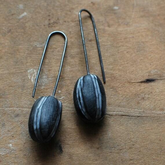 Oval drop earrings in slate black