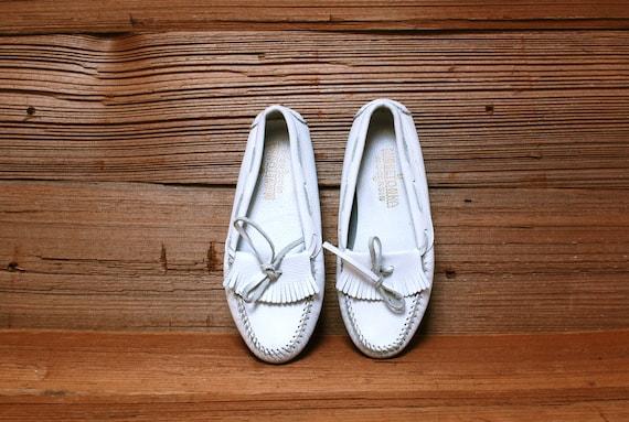 size 10 FRINGE white leather 80s MOCCASIN minnetonka loafers