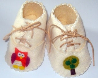 Baby Booties /  Baby Shoes - Owl and Apple Tree / Baby Gift / Newborn - Blue, Cream or Pink