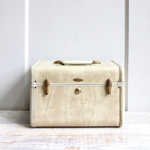 Vintage Train Case, Cosmetic Case, Suitcase