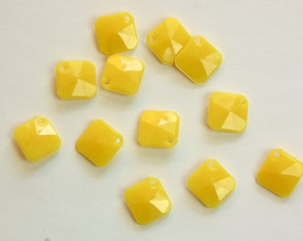 Vintage Acrylic Yellow Faceted Square Charms Pendant chr186C