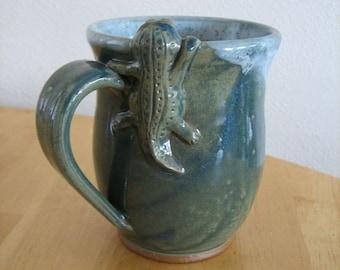 Lizard Monster climbing over Rim - 14 oz Mug