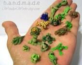 Une toute petite grenouille de votre créature grenouille réaliste, amusant ou Micro choix en Miniature de collection 01:12 à l'échelle à la main Unique sculpté diop