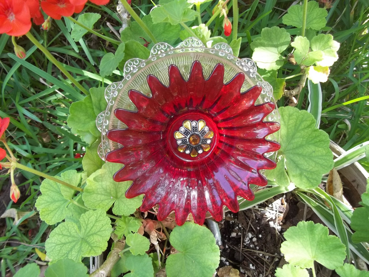 Recycled garden yard art glass flower red jubilee for Recycled glass flowers