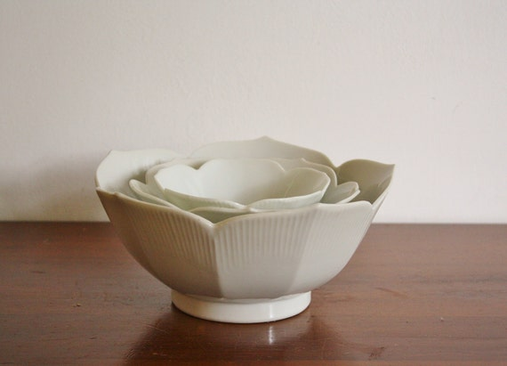 Set of 3 white porcelain lotus bowls