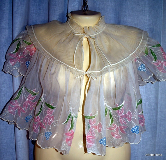 Nylon bed jacket / pink flowers / 1950s / feminine