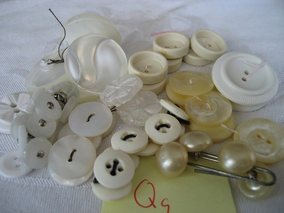 Lot Sets of VINTAGE White Plastic Sewing Craft BUTTONS Qq