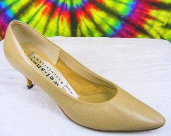 6-6.5 vintage 60's tan leather Wel-Shoe heels pumps shoes narrow