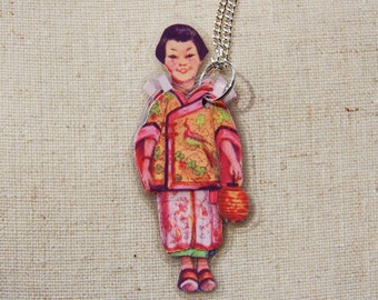 PaPeR DoLL LaMiNaTeD NeCkLaCe - SaCHi