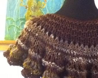 The Diva Capelet - PDF Knitting Pattern for handspun yarn - US 10/11 (8 mm)