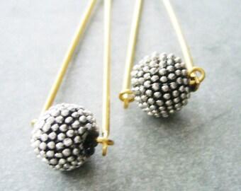 silvrer spikes ball earrings