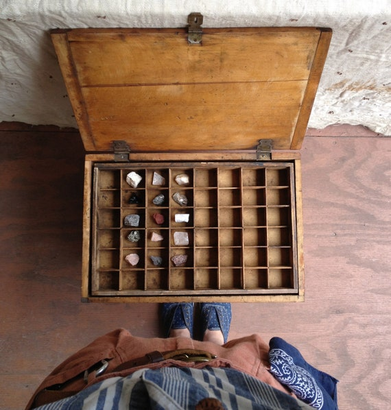 vintage c. 1950s collector's specimen box // handcrafted of wood
