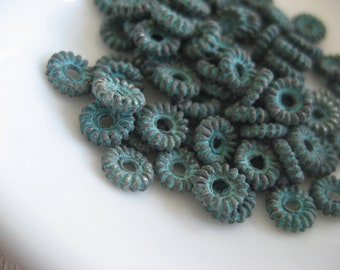Small rondelle beads, mini disc metal beads, spacer metal casting , green patina finish on antiqued copper  5 x 1.5  mm / 20  pcs  - 6am4068