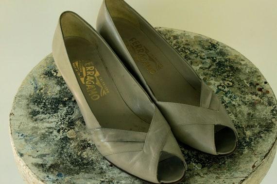 1980s Khaki FERRAGAMO Peeptoe Heels Size 8