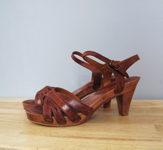 1970s platform KINNEY brown sandals 9