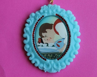 Snow White Kiss Cameo Necklace