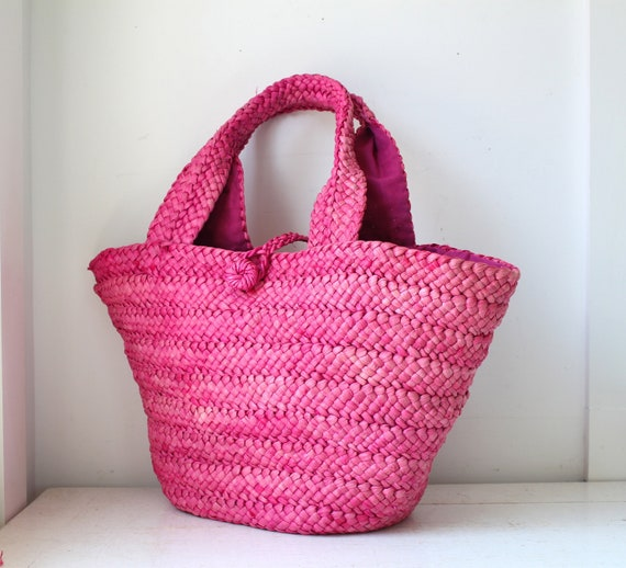 SALE vintage 1980s straw tote. Bright berry pink and big. Retro boho. Travel, luggage, shopping or home decor / the FARMER'S MARKET bag