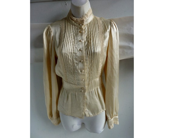 Vintage 70s Blouse size 36 chest Jessica's Gunnies Pintuck Cream Lace Satin