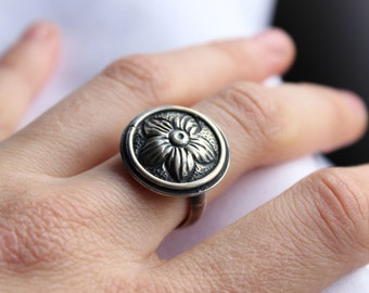 Flower Adjustable Ring made of Sterling Silver,  Repousse Ring, Nature Ring, Oxidized, Chiselled Ring