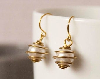 Linnea - bridesmaid earrings with vintage caged pearls