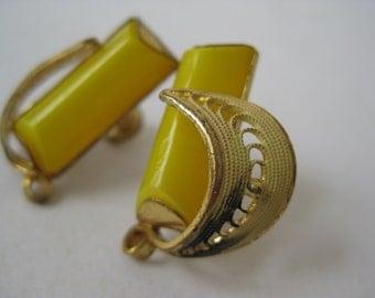 Gold Yellow Filigree Earrings Screw Vintage