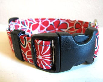 SALE - Retro Red and White Flowers Dog Collar - Size S