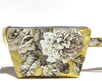 Bouquet of Roses in Grey and Yellow Make-up/Toiletry Bag/Pouch/Clutch