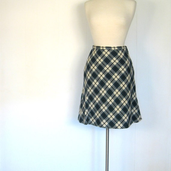 1960s Argyle Skirt / Plaid Wool Skirt / 25W
