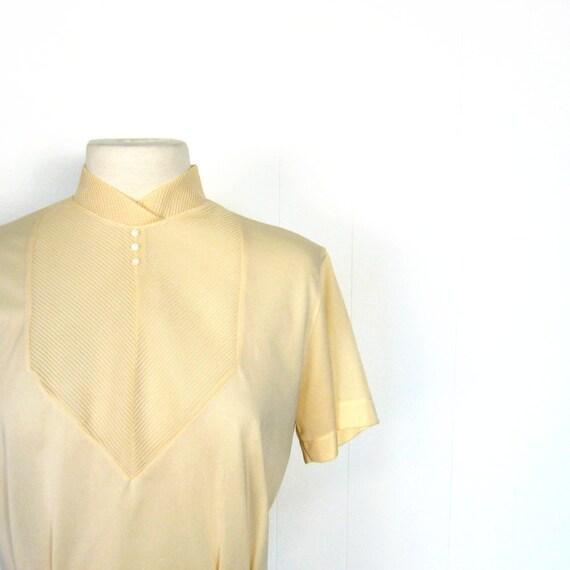 Vintage 50s Blouse / Nylon Blouse / 1950s Blouse / M L / Buff Plisse Pleats