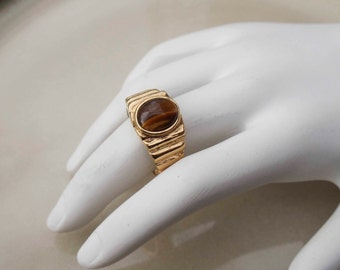 Vintage Park Lane Catseye gold toned ring size 9