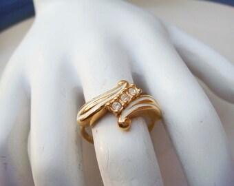 Vintage Avon Gold toned Enamel Rhinestone Ring size 6