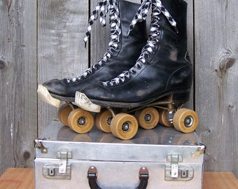 Vintage Men's Combat Boot Style Rollerskates