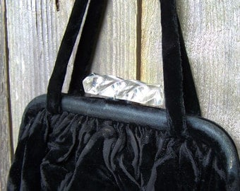 Lovely 1950s Black Velvet & Lucite Purse