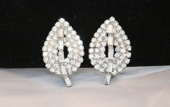 Silve Rhinestone Earrings Vintage 1940s  Baguettes Rhodium Plated Leaves Wedding Formal Clip On
