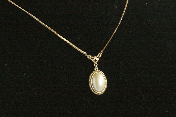Vintage Faux Pearl Pendant Necklace Oval Braided Goldtone Chain Signed 1928