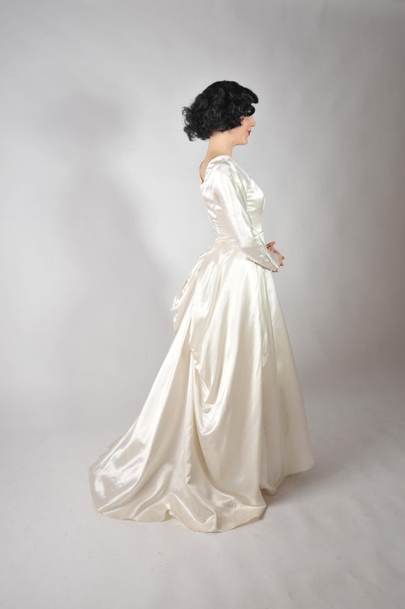 Vintage 1950s Wedding Gown - Sophistcated Gleaming Ivory Satin Wedding Dress