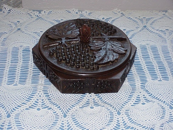 Vintage--Hand Carved--TRAMP Art--Wooden BOX--Black Forest--Grapes And Leaf Design