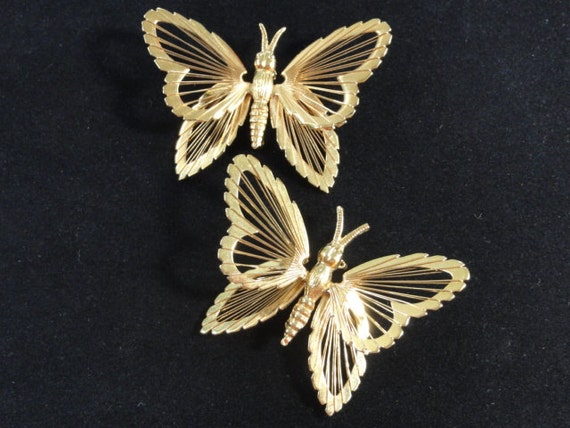 PAIR Vintage Monet Butterfly Golden Brooches- Like new condition