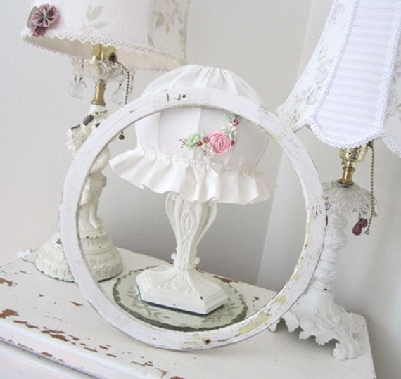 Vintage Round Frame - Antique - Wood - Shabby Chippy White - French Cottage Farmhouse