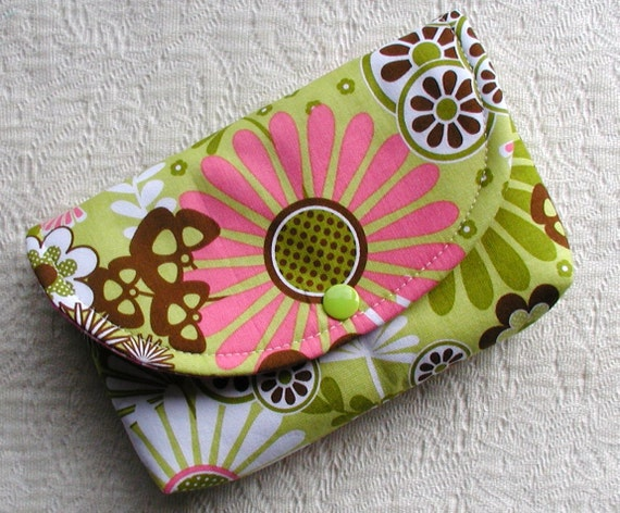 Large Snap Pouch .. Dainty Blossoms in Green