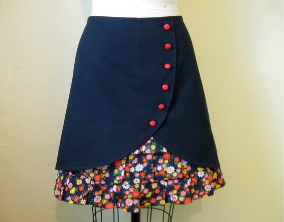 Flirty Floral ruffle front skirt Sz 10