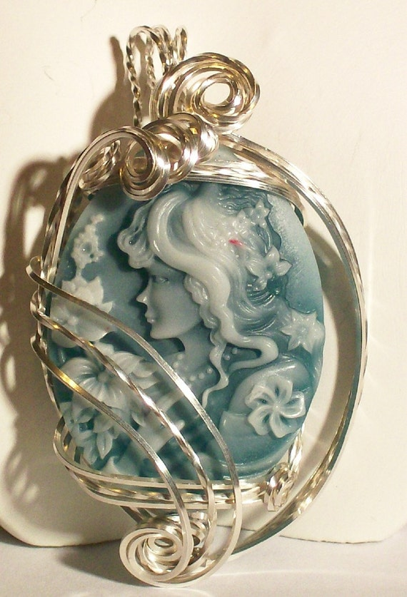 Pendant - Cameo - The Green Lady