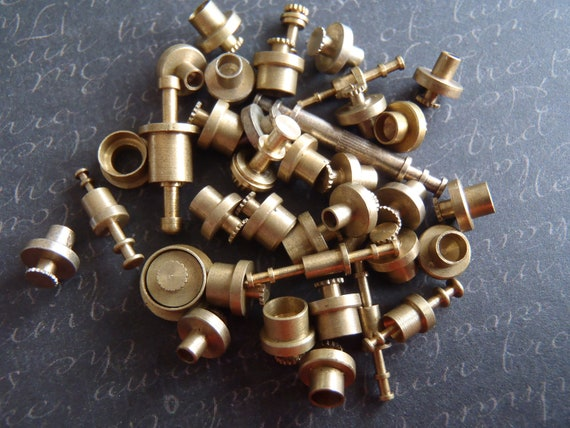 Vintage Brass Clock parts spindles - levers - Robot mix - Levers - Steampunk - Scrapbooking x1